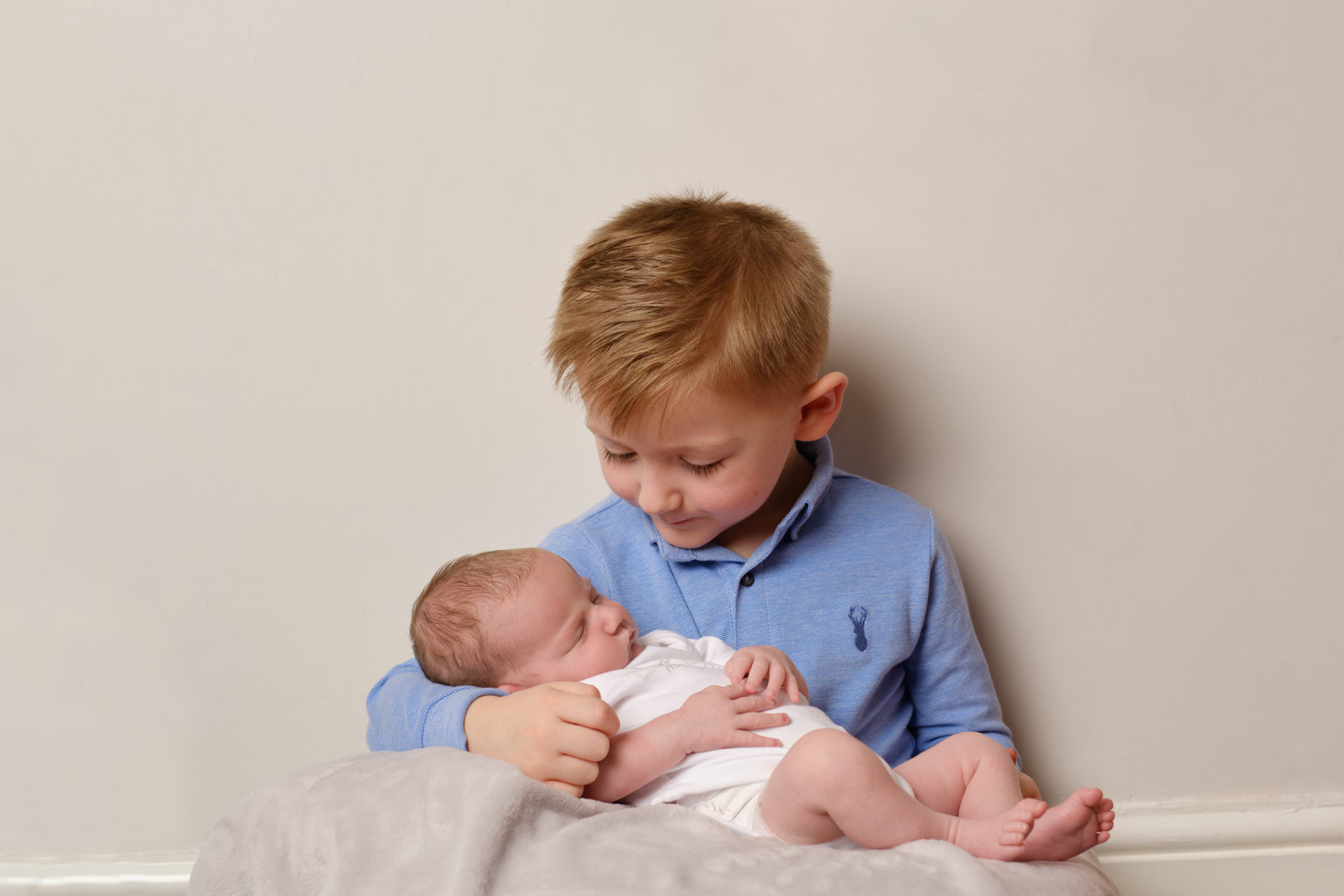 newborn-baby-with-brother